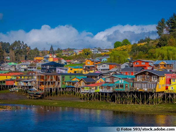 Le village de Castro sur l'île de Chiloe au Chili