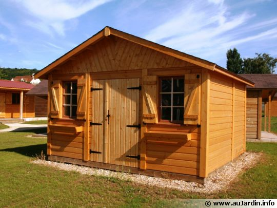 abris de jardin garages chalets en bois entretenez malin. Black Bedroom Furniture Sets. Home Design Ideas