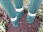 Apport de compost eux pieds des bananiers une fois les protections hivernales mises en place