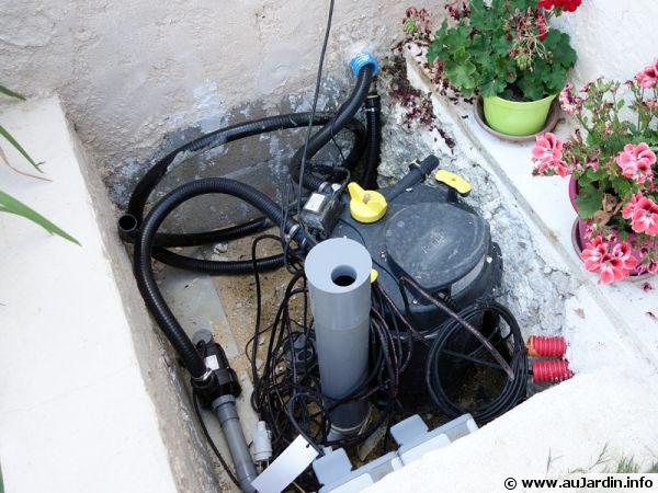 Filtre de bassin équipé d'une lampe UV