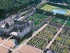 Vue aérienne des jardins et du Château de Villandry