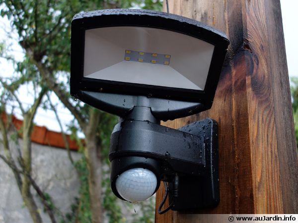 Eclairage aux leds et solaire avec détection de présence