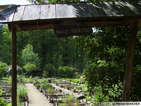 Entrée du jardin botanique médiéval de la chevalerie de Sace