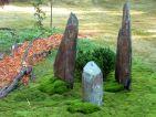 Le Jardin «Très mousse » par Marilyne LEVECQ, les menhirs