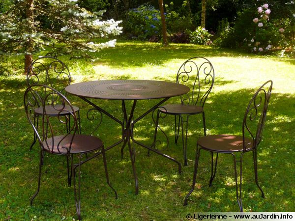 table de jardin mtal fabulous salon de jardin en acier leroy merlin with table de jardin mtal. Black Bedroom Furniture Sets. Home Design Ideas