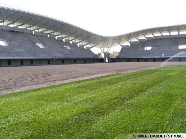La pelouse des terrains de la coupe du monde de rugby interview de benjamin thiery - Niveler un terrain pour pelouse ...