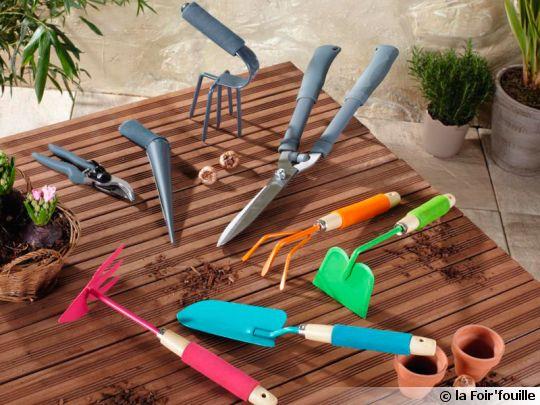 Les petits outils main du jardinier for Photos outils de jardinage