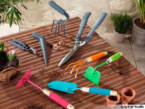 Les petits outils main du jardinier for Les outils de jardinage