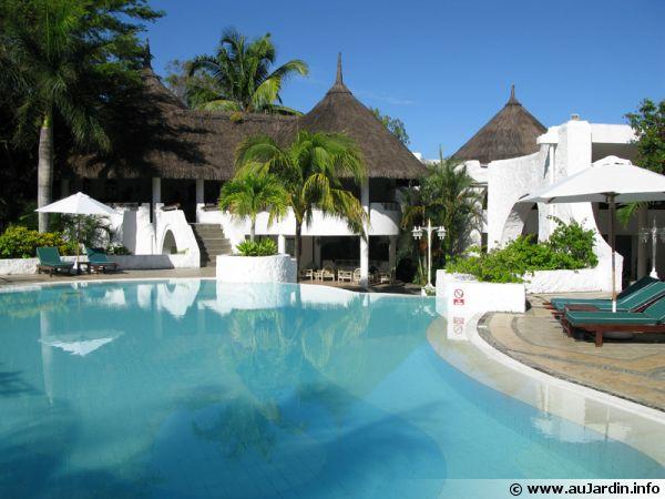 Une piscine maçonnée d'un hôtel