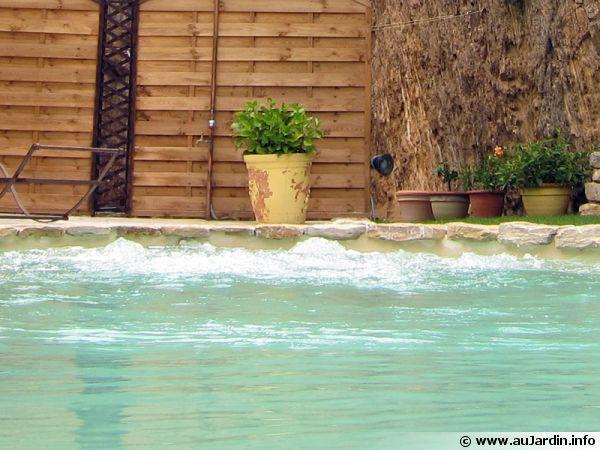 Installation permettant la nage à contre courant intégrée dans la piscine