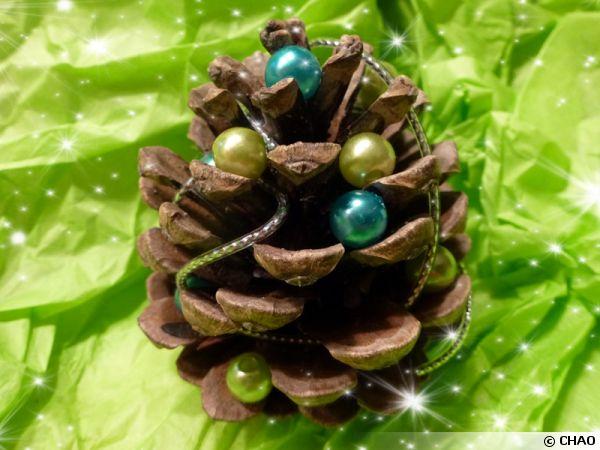 Décorations de Noël en pommes de pin