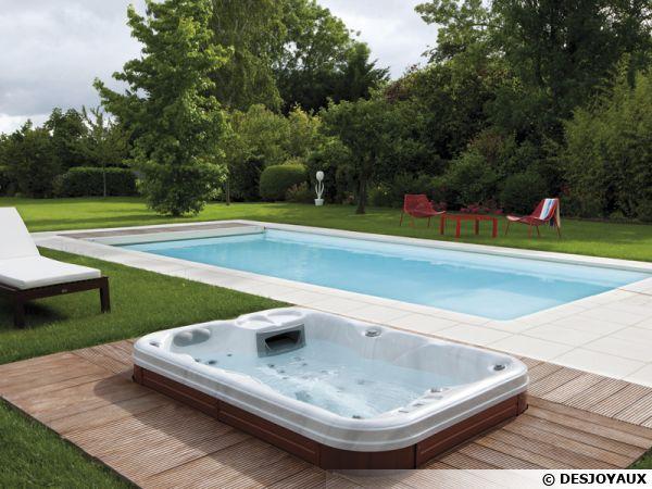 Installation d'un spa semi-enterré aux abords d'une piscine