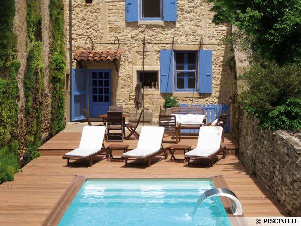 Transats et chaises longues pour la piscine for Piscine blue design le bouscat