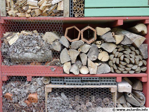 Créer des espaces différents pour permettre à tous les insectes d'hiverner