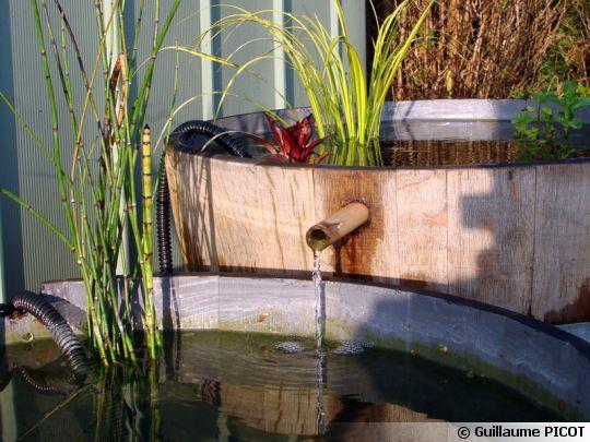 Un bassin avec des tonneaux for Fabriquer une fontaine interieur