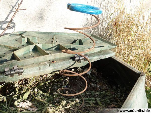 Le brass'compost est un outil astucieux sous forme de ressort pour aérer le compost