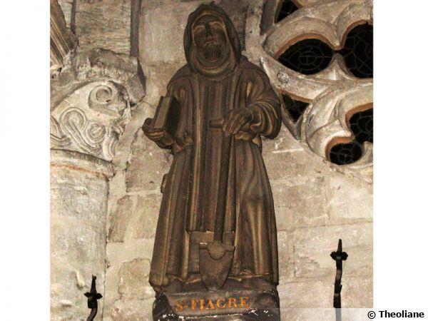 Statue de Saint Fiacre, patron des jardiniers à l'église Saint Taurin d'Évreux
