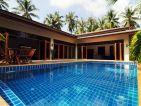 La piscine de Pascal BUREL, vue vers la maison