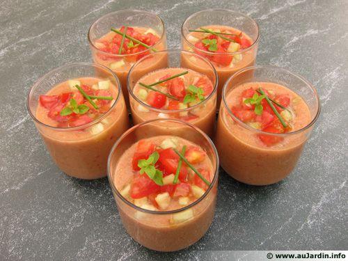 gaspacho tomates concombre en verrines recette de cuisine. Black Bedroom Furniture Sets. Home Design Ideas
