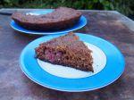 Gâteau aux fraises, framboises et amandes, cuit à la poêle