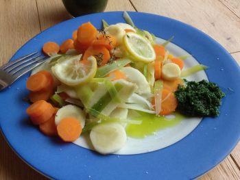 Légumes vapeur et purée d'ail des ours