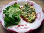 Omelette aux fleurs de ciboulette et aux poivrons grillés à l'huile
