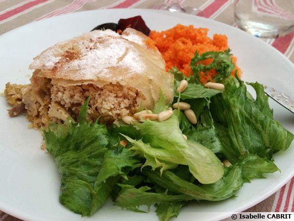 Pastilla au poulet et aux amandes
