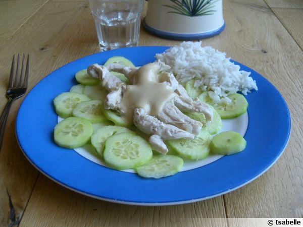 Poulet vapeur et concombre, sauce cajou