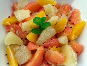 Salade d'agrumes aux baies roses