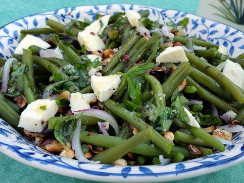 salade de haricots verts aux noisettes grill es recette de cuisine. Black Bedroom Furniture Sets. Home Design Ideas