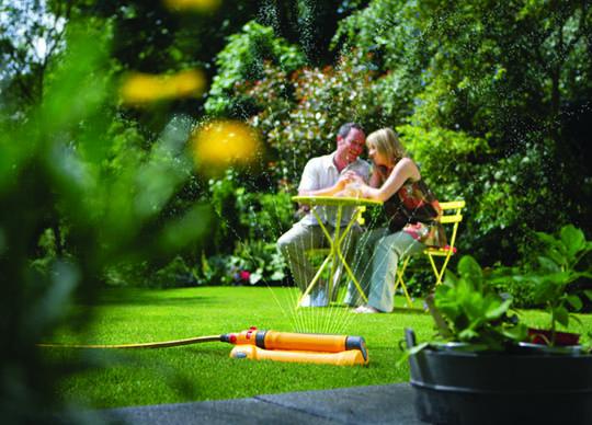 AQUASTORM™ PRO 230 L'arroseur oscillant pour fleurs délicates et grandes pelouses