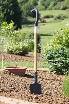 des outils ergonomiques pour jardiner confortablement. Black Bedroom Furniture Sets. Home Design Ideas