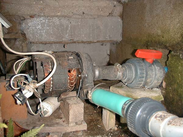 Exemple de r alisation d 39 un bassin for Pompe bassin poisson exterieur